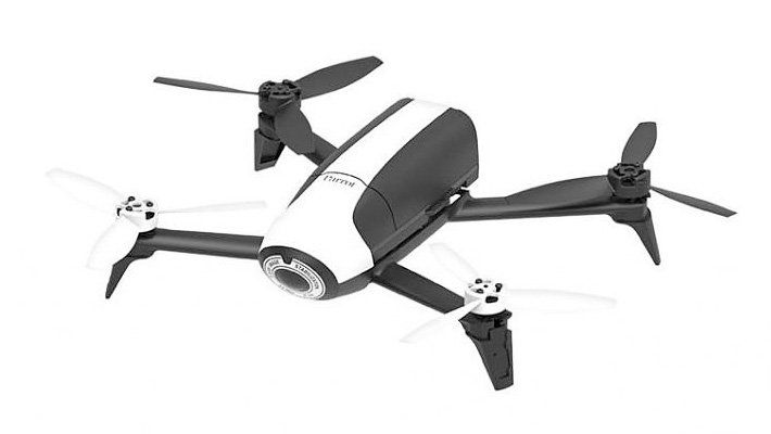 "Dron s pevnou kamerou ""rybí oko"" a VR headsetem"